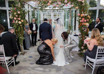 Joss.evan fixing bride veil